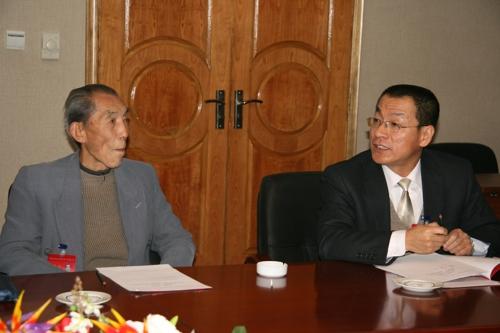 中国民主促进会吕梁市第二次代表大会举行分组讨论